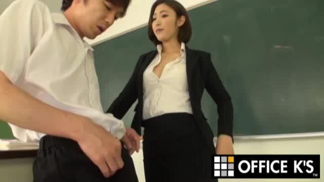 痴女な女教師の水野朝陽が巨根の男子生徒を言葉責め